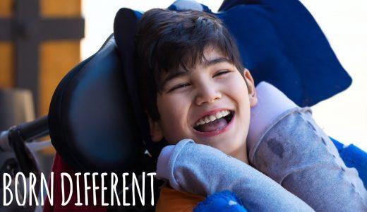 自傷行為に及んでしまうレッシュナイハン症候群の少年が日々たくましく生活するドキュメンタリー