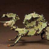 葉っぱに擬態しすぎてナナフシの原型を見失いつつあるヤツ「ユウレイヒレアシナナフシ」